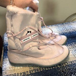 NWT Powder Pink Suede SZ 9.5 Airwalk Boots